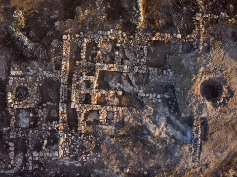 An aerial photograph of the farm house. Photographic credit: Skyview Company, courtesy of the Israel Antiquities Authority