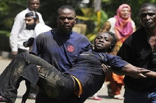 """ناجون من مذبحة الجامعة الكينية : المسلحون """"أذلوا"""" الطلاب المسيحيون قبل قتلهم، واجبروا فتيات علي تلطيخ أنفسهم بدماء اصدقائهم"""