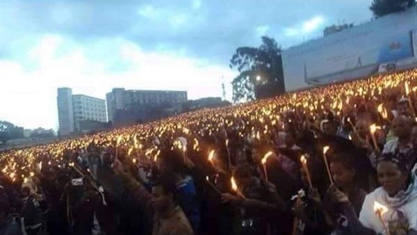 في جنازة مهيبة، الشعب الأثيوبي يودع شهداء المسيح في ليبيا على رجاء القيامة
