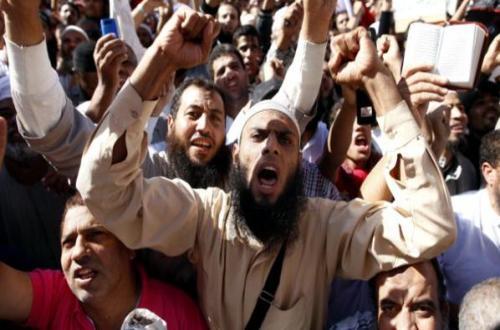 """متشددون يوقفون الصلاة بكنيسة قرية """"عرب أسمنت"""" بالمنيا ويطالبون بهدمها"""