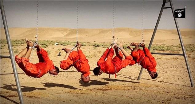 بالصور.. داعش يشوي 4 أشخاص بينهم 3 اشقاء على أرجوحة (ديلي ميل 18+)
