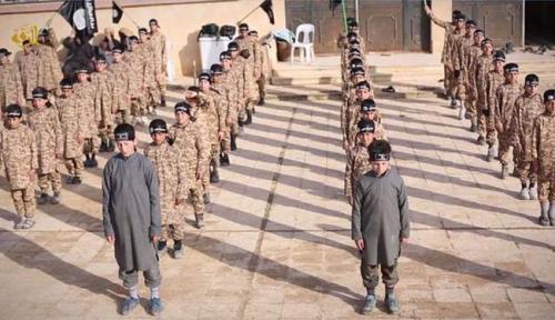 مناهج داعش الجديدة تنذر بكوارث .. التنظيم يهيئ جيل دموى يحارب المسيحيين في كل مكان ويتوعد العالم بالخراب