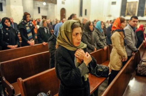 الشرطة الايرانية تضرب وتعتقل عابرين للمسيح في حملة على كنيسة بيتية