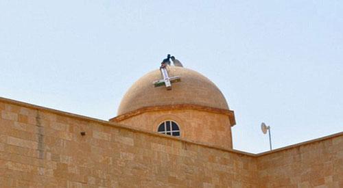 داعش يدنس الكنائس المسيحية في مدينة الموصل العراقية ويحولها إلى مسالخ لذبح أضاحي العيد