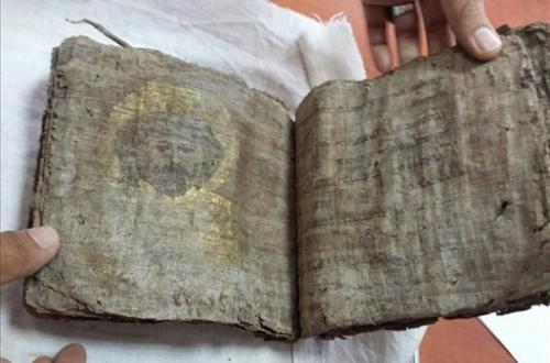 السلطات التركية تضبط إنجيلًا عمره 1000 عام قبل تهريبه