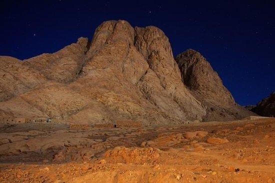 أين أعطى الله الشريعة لموسى النبي؟ على جبل سيناء أم جبل حوريب؟
