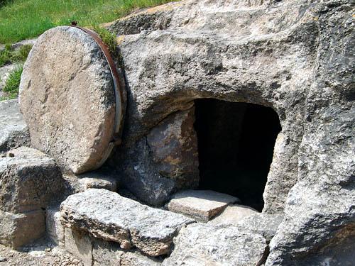 هل سرق التلاميذ الجسد لذلك وجد القبر فارغاً؟