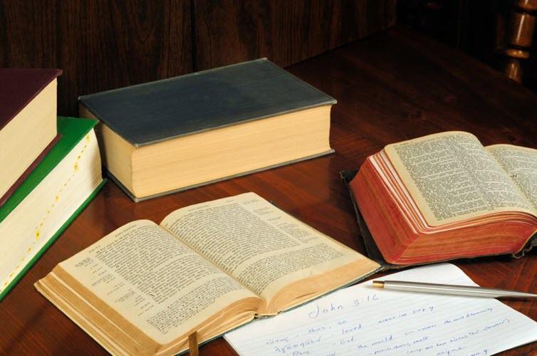 """ما هي أفضل طريقة لعقد """"دراسة الكتاب المقدس"""" في الكنيسة الأرثوذكسية؟ ما هي معاير التفسير التي يجب أن نتبعها؟ دكتور عدنان طرابلسي"""
