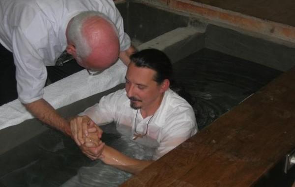 أكثر من 80 شخص ينالون المعمودية في كنيسة المدينة الجديدة