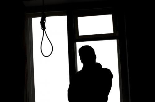 """""""المصري لحقوق الإنسان"""" بالمنيا : هل شباب الأقباط ينتظرون التجنيد لينتحروا؟!"""