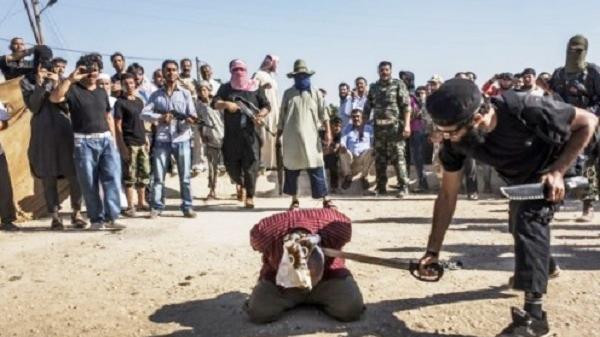 داعش يذبح طفلا لسماعه الأغاني.. ويرسل رأسه إلى أهله