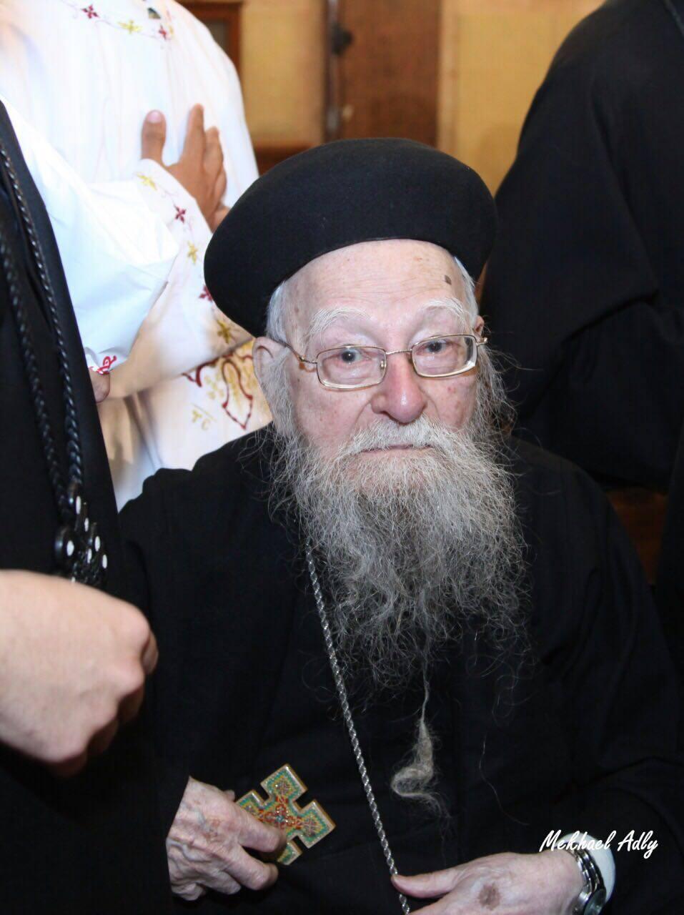 قداسة البابا تواضروس يُكرم القمص متّى باسيلي