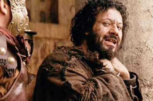 """بالصور .. بطل بارباس في فيلم """"آلام المسيح"""" يرتد الى المسيحية .. ويكتب : انقلبت حياتى بفضل نظرة"""