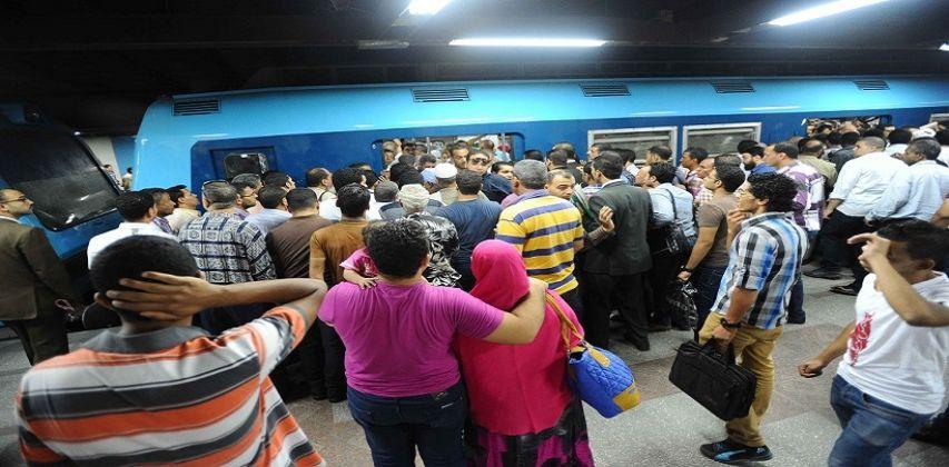 موظف يعتدى على راهب ويصفعه بمحطة مترو مسرة
