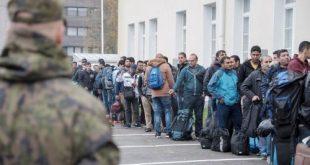 قمة السخف: التعصب يتغلغل بين اللاجئين في ألمانيا .. أفغانى يمزق الكتاب المقدس .. وأخر يرفض الجلوس بجوار المسيحيين في دورة تعليم اللغة الألمانية.. ومطالب بنقل اللاجئين المسيحيين لمأوى أخر