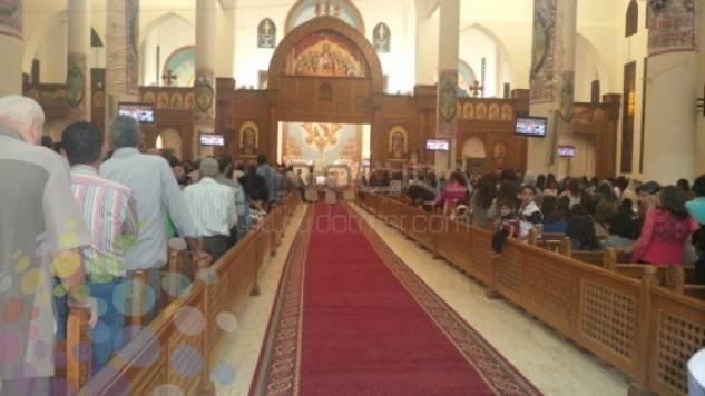 فاطمة ناعوت تحضر قداسا فى كنيسة فتسمع الكاهن يقول لا تصافح مسلما