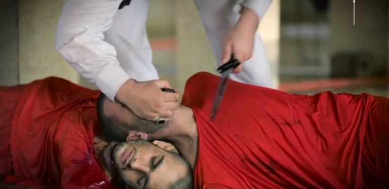 بالفيديو: داعش  يذبح 19 شاباً سورياً على طريقة الأضاحي في أحد مسالخ دير الزور +18 مؤلم جداً