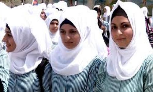 معلمات يجبرن الطالبات المسلمات والأقباط على ارتداء الحجاب