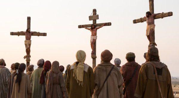 هل شاهد تلاميذ المسيح الصلب ؟ ديدات يكذب والكتاب المقدس يصعقه ويرد
