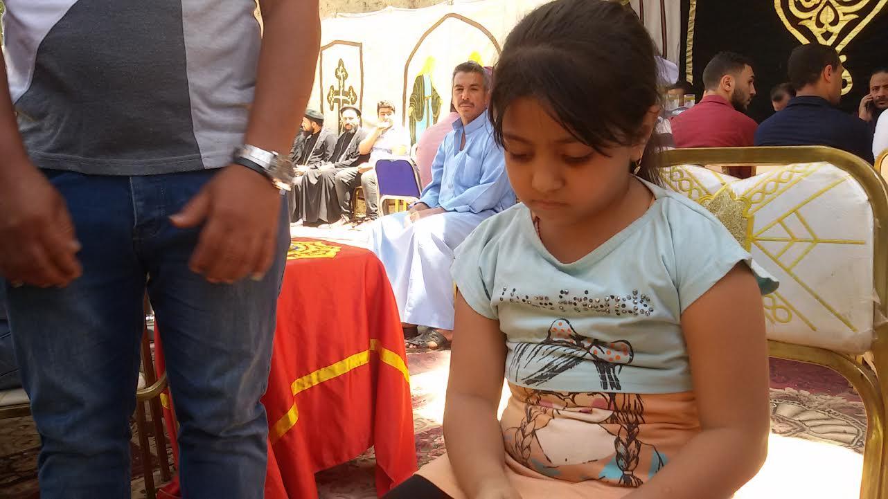 """أصغر ناجية فى حادث المنيا: """"أمى رمتنى تحت الكرسى وغطتنى بالشنطة والإرهابيين مشافونيش"""""""