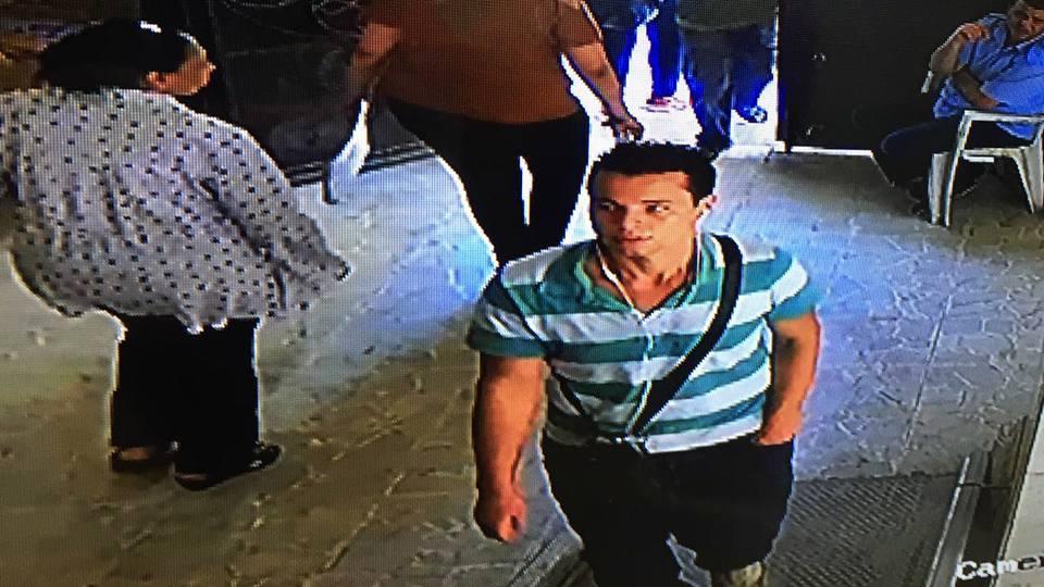 بالفيديو إعتداء بآله حادة على حارس كنيسة القديسيين في الإسكندرية