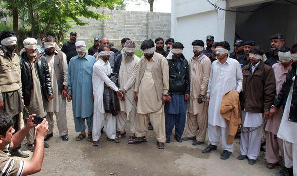 هروب 5 عائلات مسيحية من القرية بعد إتهام مراهقة بالإساءة للإسلام