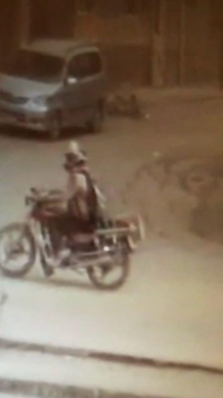 عاجل | ننشر صورة أحد منفذى الهجوم على كنيسة حلوان مستقلا دراجة نارية