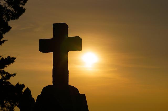 ما هي ضرورة الصليب والموت والقيامة؟ ألم يمكن لله أن يختار طريقة أخرى لفداء الإنسان؟