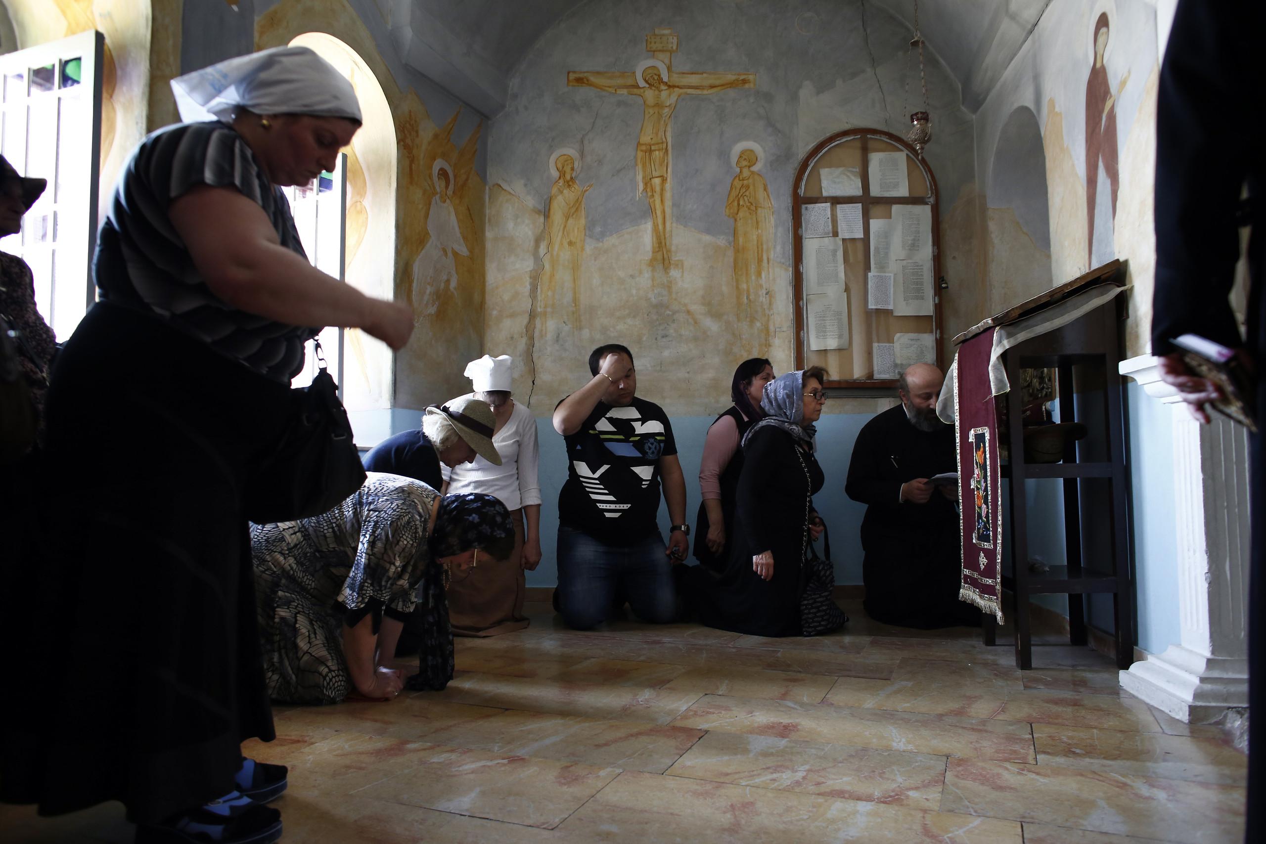 بالصور والفيديو - الدير الذي لجأ إليه المسيح بعد عماده في نهر الأردن وصام فيه 40 يومًا