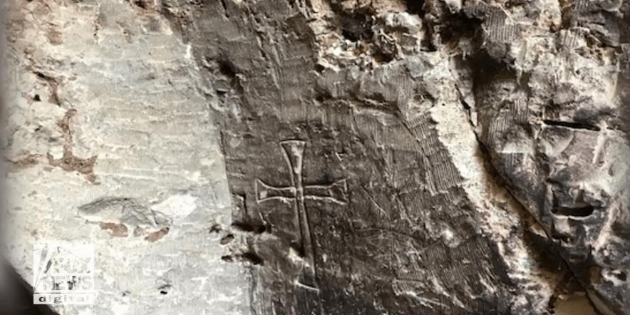 اكتشاف مسيحي مذهل على يد مسلم…هذا ما تم العثور عليه شمال شرق سوريا بعد أن غادرت داعش المكان