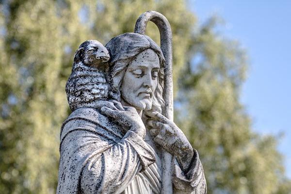 الرد على شبهة هل أوصى الرب يسوع تلاميذه بحمل عصا ام ان لا يحملوا العصا؟ تناقض بين انجيل متى ولوقا مع مرقس؟