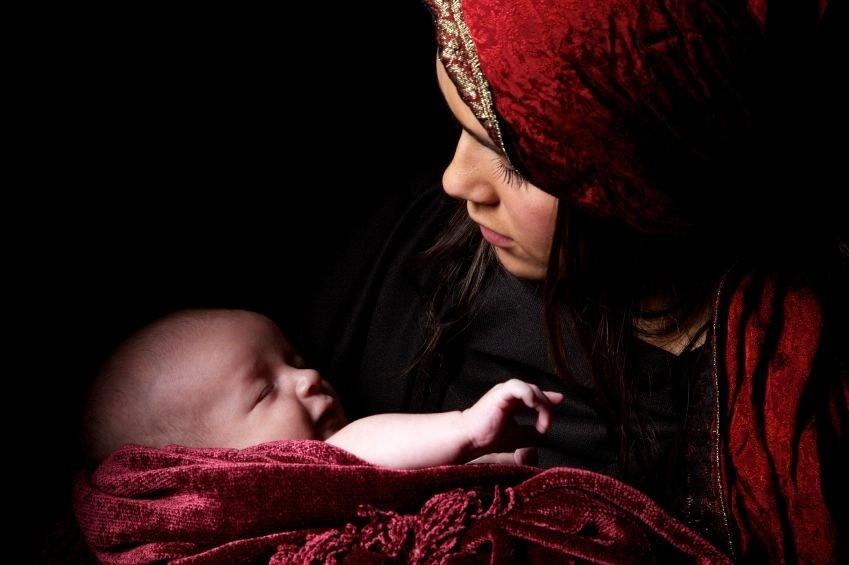 أمٌّ وطفلُها