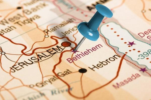 بيت لحم تبعد ستة أميال (~ 10 كم) عن أورشليم