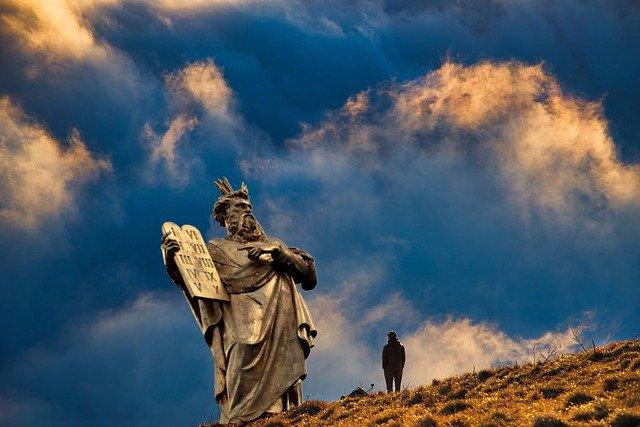 الرد على شبهة تناقض من كتب الوصايا العشرة؟ ترجمة: ايفت سابا